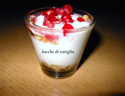 Bicchierini yogurt e melagrana