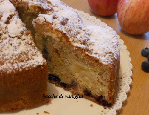 Torta integrale di mele e mirtilli senza glutine